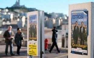 Les affiches de campagne du candidat aux régionales en Paca Christian Estrosi à Marseille, le 30 novembre 2015