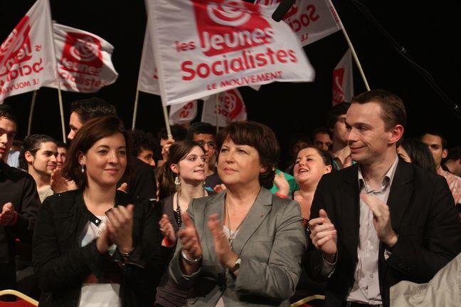 A droite, Olivier Dussopt, porte-parole de Martine Aubry, le 2 avril 2011 à Paris.