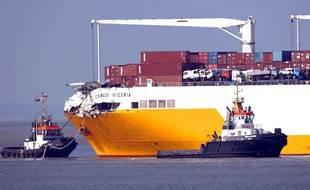 Le paquebot commercial « Grande Nigeria », en 2003, après une collision avec un autre navire au Pays-Bas