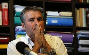 Paul François, céréalier intoxiqué par l'herbicide Lasso, donne une conférence de presse avec son avocat, le 10 septembre 2015 à Paris
