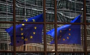 La Commission européenne s'est montrée vendredi plus pessimiste qu'auparavant dans ses prévisions pour le déficit public et la croissance de la France, selon ses prévisions économiques d'automne publiées vendredi.