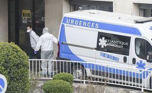 Prise en charge d'un patient atteint de coronavirus au CHU de Nantes.