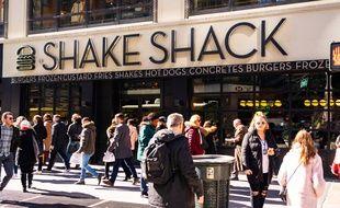 La populaire chaîne de fast-food Shake Shack a annoncé vouloir rendre l'argent emprunté grâce au fond d'urgence