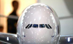 Airbus devance son concurrent américain Boeing à la fin du troisième trimestre avec 1.062 commandes nettes engrangées depuis le début de l'année, mais l'avionneur européen est toujours à la peine sur les ventes de son A380.