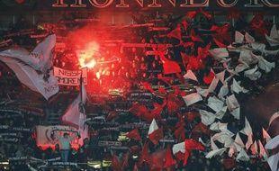 Les supporters niçois, lors du match de L1 contre Monaco, le 3 décembre 2013 à Nice.