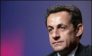 Deux nouveaux sondages Ipsos et BVA rendus publics mercredi donnent Nicolas Sarkozy vainqueur de l'élection présidentielle par 52% contre 48% à Ségolène Royal qui perd également du terrain dans les intentions de vote au 1er tour.
