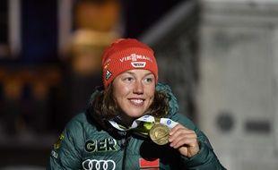Laura Dahlmeier, multiple championne olympique de biathlon, prend sa retraite sportive à 25 ans.