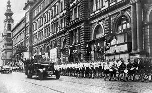 Les troupes nazis lors d'une parade dans les rues de Vienne, en Autriche, le 15 mars 1938.