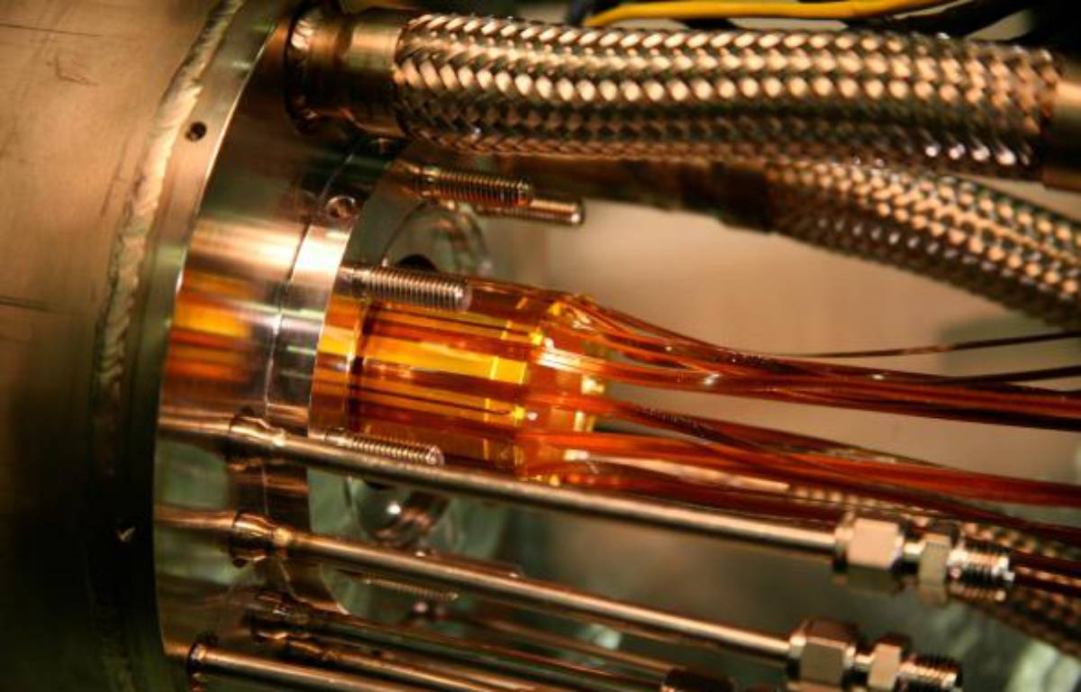 Une nouvelle façon de piéger des atomes d'antimatière, plus précisément 38 atomes d'antihydrogène, vient d'être expérimentée au Centre européen de recherches nucléaires (Cern) à Genève et devrait faciliter l'étude de l'antimatière, selon des travaux publiés mercredi. –  Niels Madsen ALPHA/Swansea