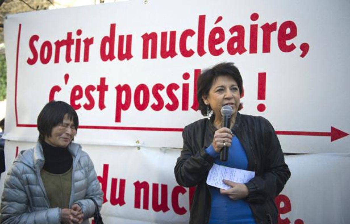 L'eurodéputée Corinne Lepage lors d'une manifestation contre le nucléaire, en mars 2011 à Paris. – AFP PHOTO / BERTRAND LANGLOIS