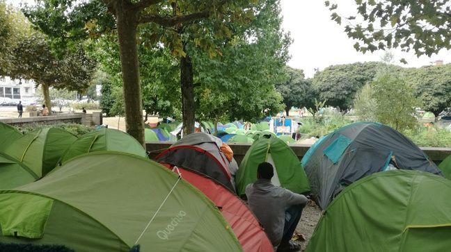 Le camp de migrants du square Daviais à Nantes