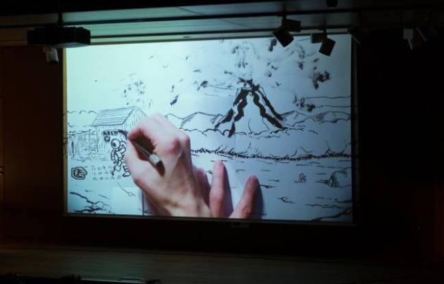 La main de Jean-Charles Andrieu en plein dessin pendant une représentation de