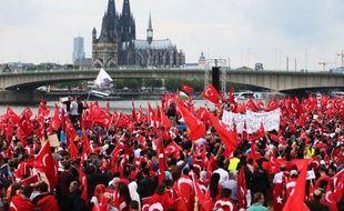 Cologne (Allemagne), le 31 juillet 2016. Près de 30.000 personnes défilent un faveur du président Erdogan après la tentative de putsch manquée.