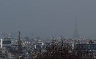 La photo a été prise à Paris lors d'un pic de pollution, en mars 2014.