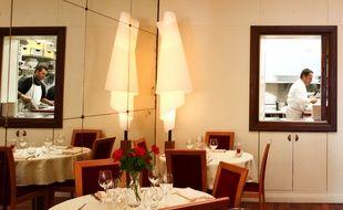 L'intérieur et la cuisine du Relais, à Angers.