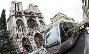 La cour administrative d'appel de Marseille a annulé la déclaration d'utilité publique (DUP) du tramway de Nice, qui doit entrer en service en octobre, a annoncé lundi la Communauté d'agglomération Nice Côte d'Azur (CANCA).