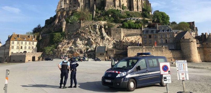 La police au Mont-Saint-Michel après l'évacuation du site touristique, le 22 avril 2018.
