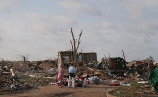"""Trois """"chasseurs d'orage"""" ont été tués alors qu'ils pourchassaient l'une des plus puissantes tornades qui ont ravagé l'Etat de l'Oklahoma la semaine dernière, selon un communiqué publié dimanche par l'organisation dans laquelle travaillait l'une des victimes."""