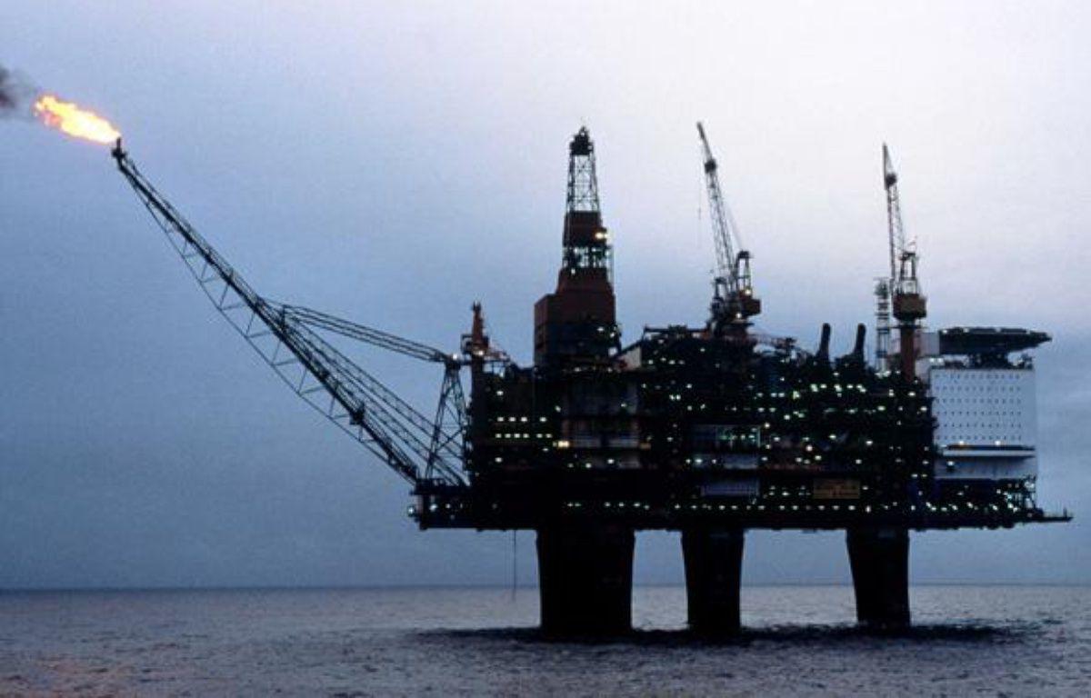Plateforme de forage pétrolière en mer du Nord. – THIBAUD OLIVIER/SIPA