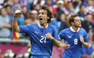 Le joueur italien Andrea Pirlo (à g.) lors du match nul de l'Italie avec la Croatie, le 14 juin 2012.