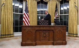 Y a pas comme un souci sur cette photo du bureau de donald trump