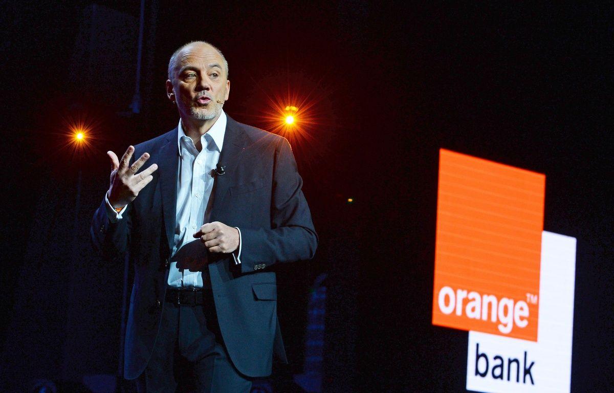 Stéphane Richard présente la banque mobile d'Orange, le 20 avril 2017.  – Eric Piermont/AFP