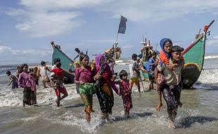 Des réfugiés rohingyas arrivent au Bangladesh par la mer, le 14 septembre 2017.