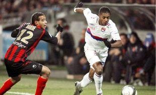 A l'aller, Bastos (à d.) et l'OL avaient pris le meilleur sur Boulogne en fin de match (2-0).
