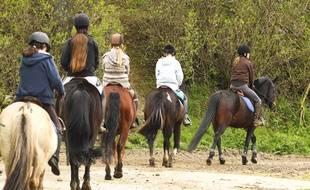 Illustration promenade en poneys.