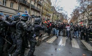 """Quelques milliers de personnes ont manifeste ce samedi, lors de Marche des Libertés, pour protester contre la loi """"Sécurité Globale""""."""