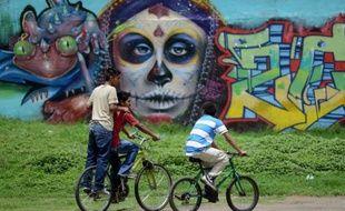 A 14 ans, Andrea n'allait pas à l'école, ne rêvait pas à ce qu'elle ferait quand elle serait grande: elle manipulait des milliers de dollars, trafiquait de la cocaïne et des fusils AK-47, recrutée, comme de nombreux autres enfants ou adolescents, par l'une des violentes bandes criminelles du Guatemala.