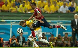 Zuniga au duel avec Neymar le 4 juillet 2014.