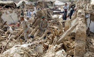 Un puissant séisme a secoué mercredi à l'aube le sud-ouest du Pakistan, faisant au moins 170 morts, ensevelis sous les décombres des maisons en terre séchée, et des milliers de sans-abri qui attendaient des secours.