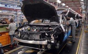 Renault faisait face jeudi à un mouvement de grève national sous forme de débrayages de quelques heures dans ses usines, dans le cadre d'un appel à la grève lancé par la CGT contre le projet de suppression de 4.000 emplois en France présenté mardi par la direction.