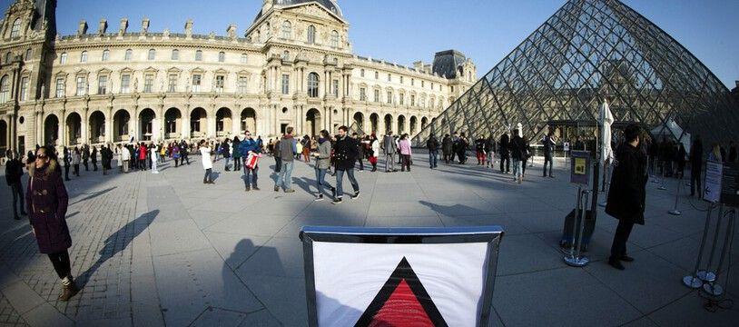 Les militaires de l'opération Sentinelle patrouillait se jour là devant le Louvre.