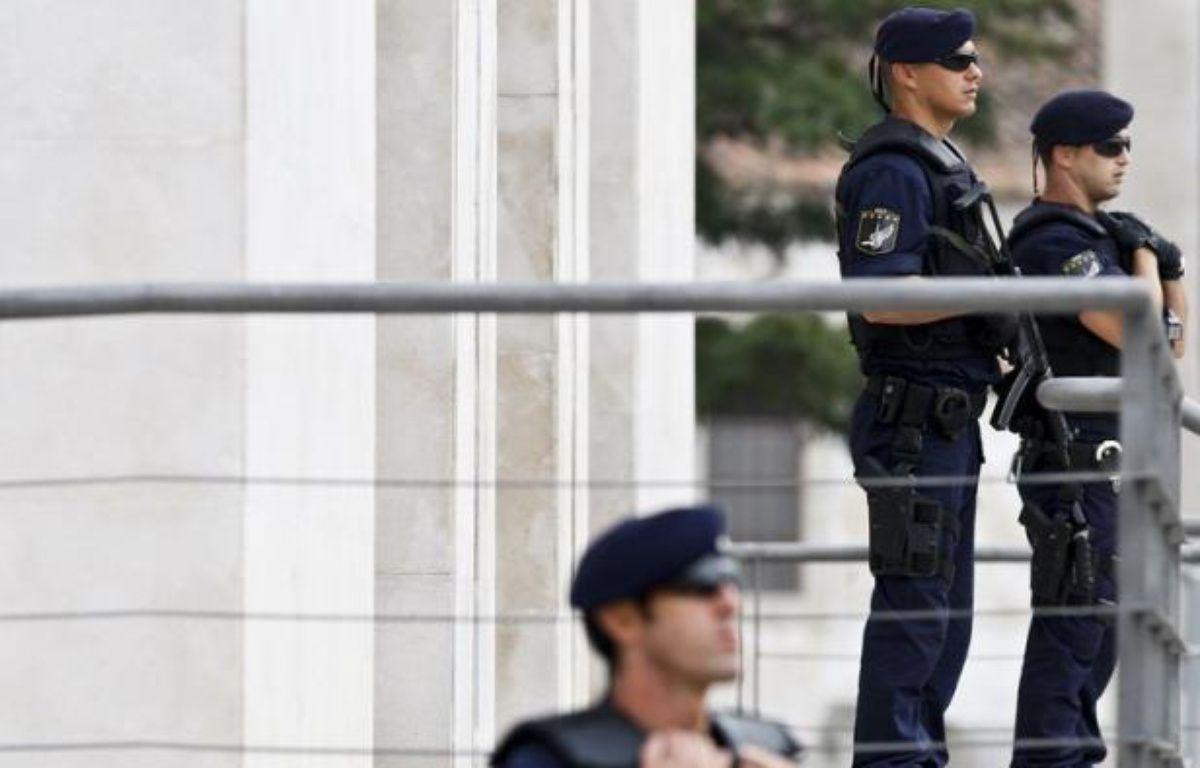 Un des trois hommes arrêtés mercredi en Espagne, un Turc soupçonné d'être un logisticien d'Al-Qaïda, a été envoyé en prison vendredi par un juge d'instruction qui a cependant rejeté l'accusation d'appartenance à un groupe terroriste, a annoncé une source judiciaire. – Patricia de Melo Moreira afp.com