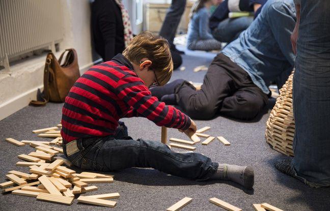 Seuls ou en groupes, les enfants apprennent à construire tout un tas de formes différentes à l'aide de Kaplas, de l'oiseau à l'éléphant, en passant par la Tour Eiffel ou le Tower Bridge londonien.