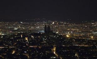 La basilique du Sacré Coeur de Montmartre, à Paris, éteinte lors de l'édition 2019 du Earth Hour.