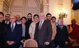 Lors de la signature de la charte, en présence des ministres de l'Education nationale et de l'Intérieur, mais aussi de Latifa Ibn Ziaten, la mère d'une des victimes de Mohamed Merah.