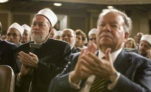 Le public applaudit le discours de Barack Obama à l'attention du monde musulman à l'université du Caire, le 4 juin 2009.