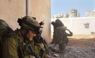 Israël a pris vendredi le risque de heurter la communauté internationale en faisant fi d'un appel du Conseil de sécurité de l'ONU à un cessez-le-feu immédiat à Gaza en arguant qu'il ne garantirait pas l'arrêt des attaques du mouvement palestinien Hamas.