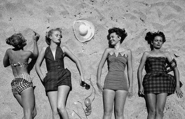 Quatre femmes sur la plage dans les années 1950
