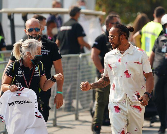 Lewis Hamilton, rock star des paddocks.