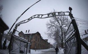 L'entrée de l'ancien camp de concentration nazi d'Auschwitz-Birkenau à Oswiecim, en Pologne, le 25 janvier 2015