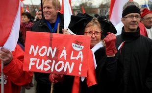 Manifestation contre la fusion de l'Alsace avec la Lorraine et Champagne-Ardenne près des institutions européennes à Strasbourg, le 13 décembre 2014.