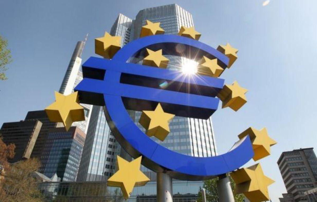 L'inflation est restée stable à un niveau élevé en octobre dans la zone euro, compliquant la tâche du nouveau directeur de la Banque centrale européenne (BCE), l'Italien Mario Draghi, qui va présider jeudi sa première réunion du conseil des gouverneurs de l'institut monétaire. – Daniel Roland afp.com