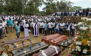 Une messe pour les victimes des attentats au Sri Lanka à Negombo, le 24 avril 2019.
