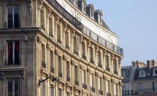 Le marché français de l'immobilier de luxe voit affluer nombre de nouveaux biens dont les riches propriétaires veulent se défaire avant de partir à l'étranger pour échapper au durcissement de la fiscalité en France.