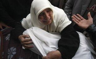Des secouristes ont récupéré vendredi 23 corps sous les décombres dans un quartier de Gaza dévasté la veille par des violents combats entre l'armée israélienne et des combattants palestiniens, ont indiqué des sources médicales palestiniennes.