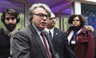 Gilbert Collard lors de son arrivée à la soirée électorale du Front national au bois de Vincennes à Paris, pour le second tour de l'élection présidentielle, le 7 mai 2017.